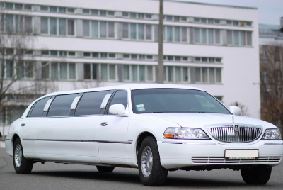 Лимузин Lincoln Town Car CRYSTAL New на прокат в Киеве